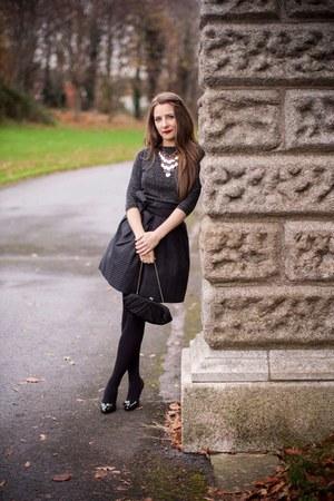 black Guess shoes - black purse - gray top - gray skirt