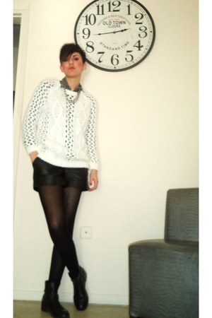 white Stradivarius blouse - black taili weily shorts