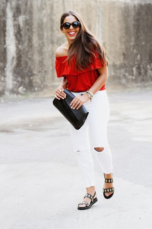 ruby red Zara top - white skinny PacSun jeans
