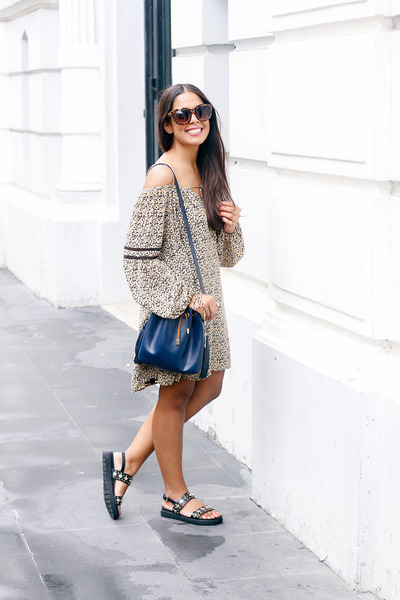 Black-zara-dress-navy-zara-bag