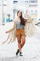 tan fringe Agaci jacket - black ankle Shoedazzle boots