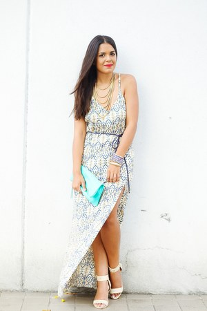 light blue maxi Mandala Vastra dress - gold layered baublebar necklace