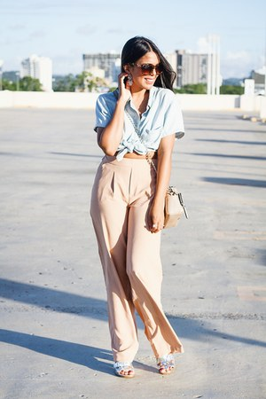 tan crossbody Forever 21 bag - peach wide leg Forever 21 pants