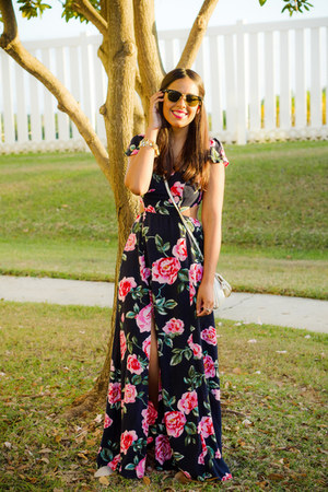 bubble gum floral print dress - white bag - gold baublebar bracelet