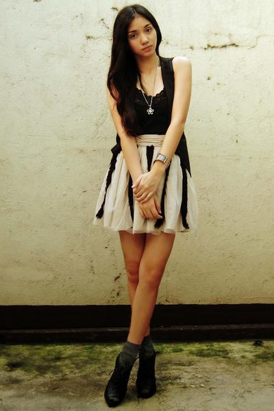 black vest - black intimate - gray socks - beige Forever 21 skirt - black Figlia