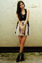 black vest - black intimate - gray socks - beige Forever 21 skirt - black Figlia