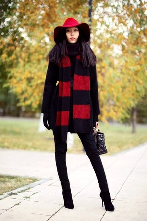 red Massimo Dutti hat - black Stradivarius coat - ruby red Zara scarf