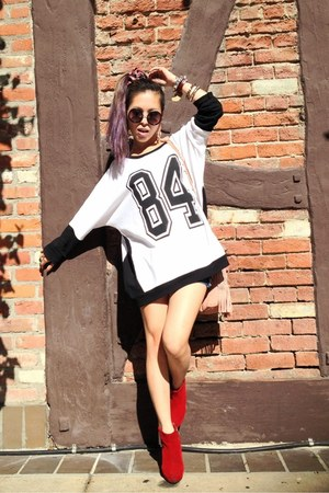 white sporty Forever 21 sweater - red ankle boots Nasty Gal boots