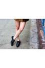 Black-oxford-castro-shoes-blue-vintage-scarf-black-castro-bag