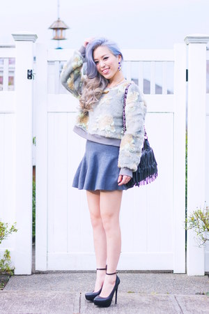 heather gray Fevrie sweater - black fringe thrifted bag