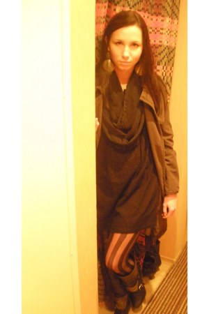 black New Yorker scarf - army green Sisley coat - black Topshop tights - black p