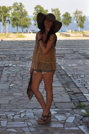Topshop hat - Carnaby shoes - Stradivarius bag - Mango shorts