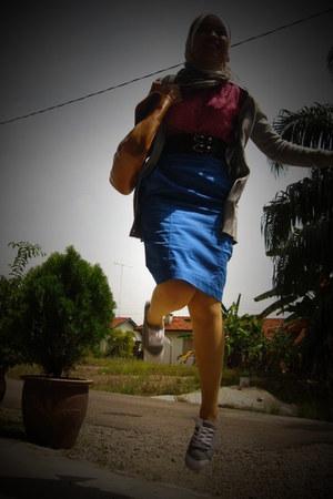 gray Everlast shoes - blue Forever 21 skirt - burnt orange Old Navy - hot pink K