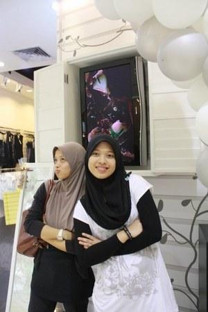crimson Bonia bag - white FOS t-shirt - black Forever 21 accessories - black see