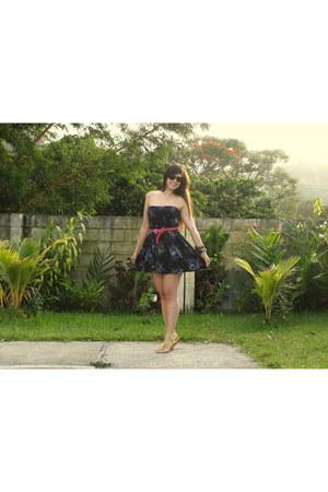 Forever 21 dress - Ray Ban sunglasses - Old Navy sandals - Zara belt