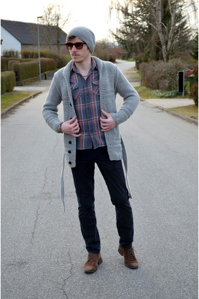 Pablo Castilla shoes - H&M hat - New Yorker shirt - Christian berg pants