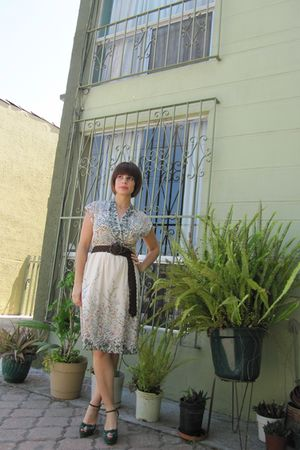 beige vintage dress - brown abercrombie and fitch belt - green Gucci shoes