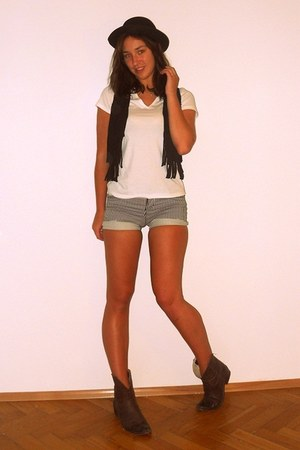 H&M shorts - bologna boots - vintage hat - fringed suede H&M vest