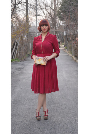 ruby red velvet vintage dress - recycled vhs Moa Baggeek bag - pumps