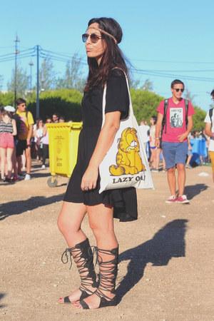 black Lazy Oaf dress - white garfield Lazy Oaf bag