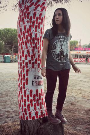 Dr Martens boots - velvet leggings - seattle t-shirt