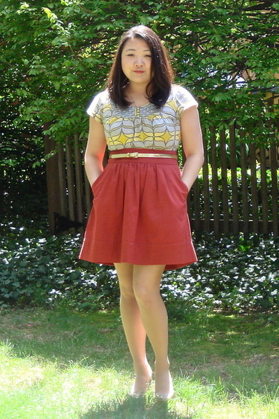 gray Anthropologie shirt - orange Odille Anthropologie skirt - gold J Crew belt