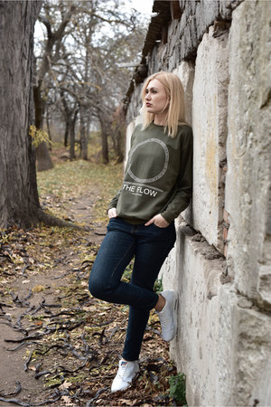 dark gray Orsay jeans - army green Anvil sweatshirt - nike sneakers