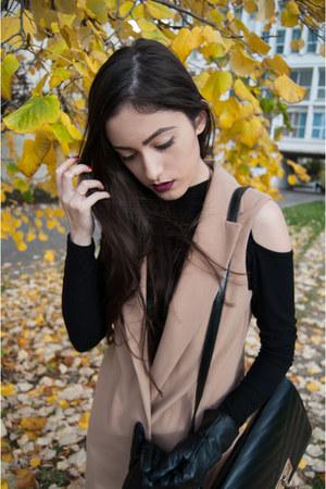 black Stradivarius jeans - black New Yorker blouse - camel Koton vest