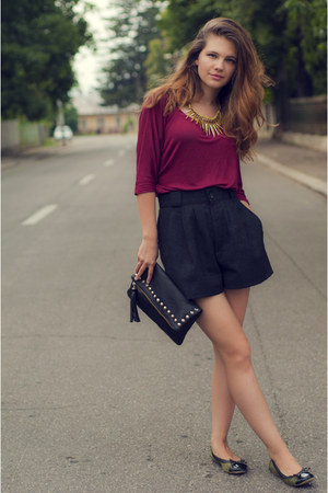 black H&M bag - black wool Giorgio Sant Angelo shorts