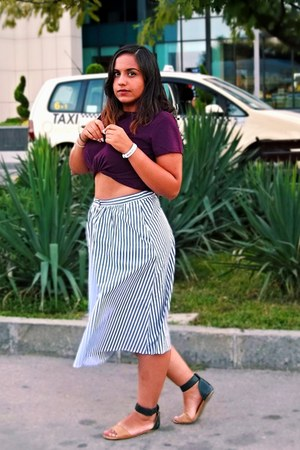 purple cropped H&M top - blue striped  midi Stradivarius skirt