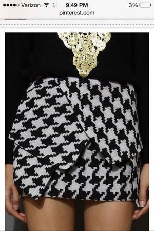 black great pattern Forever 21 shirt