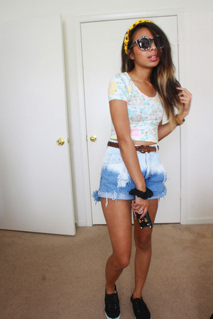 black Choies sunglasses - sky blue The Vintage Closet shorts