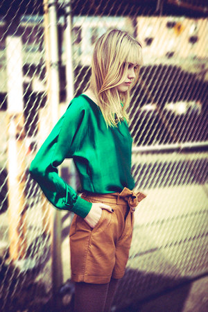 green top - bronze shorts