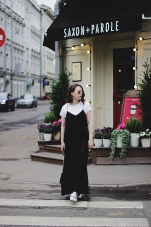 black copcopine dress
