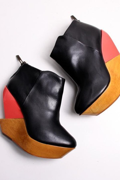 coral high heeled Finsk wedges - black peep toe Bejart wedges