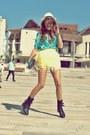 Black-rocker-random-brand-boots-beige-fedora-no1-hat
