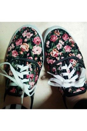 random brand shoes