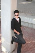 Ray Ban sunglasses - H&M sweater - Bershka t-shirt - Sfera jeans - Romentino sho