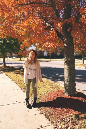 brown combat boots Frye boots - green skinny jeans PacSun jeans