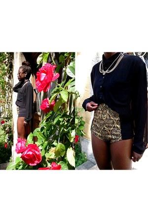 H&M boots - Bershka shirt - Primark shorts - SIX necklace