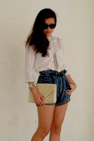 cream clutch H&M bag - gold body chain Topshop necklace