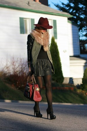 Zara jacket - H&M hat - Guess bag - Zara shorts - Jessica Simpson heels