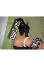black Aldo boots - beige wallet
