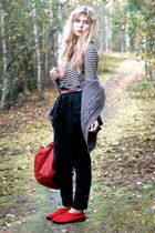 red thrifted shoes - black GINA TRICOT pants - white Zara sweater - gray frk car
