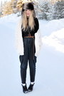 Black-acne-top-black-high-waisted-gina-tricot-pants
