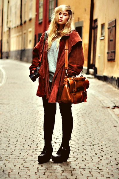 brick red suede second hand coat - black skinny Monki jeans