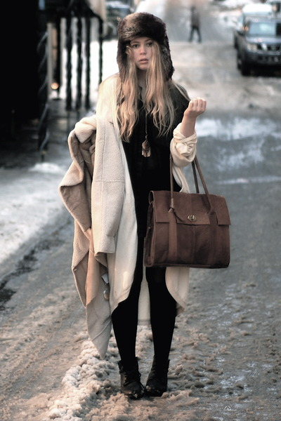 ivory Camilla Norrback cardigan - brown Wera bag