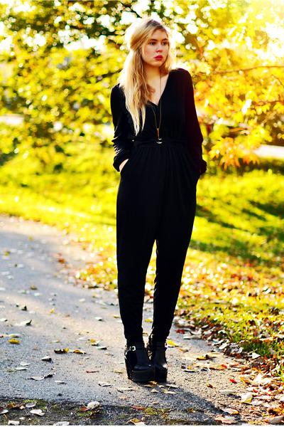 black second hand bodysuit