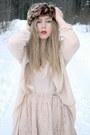 Brown-headband-monki-hat-neutral-transparent-monki-shirt-neutral-lace-monki-