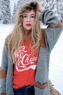 Blue-gina-tricot-jeans-red-t-shirt-store-shirt-heather-gray